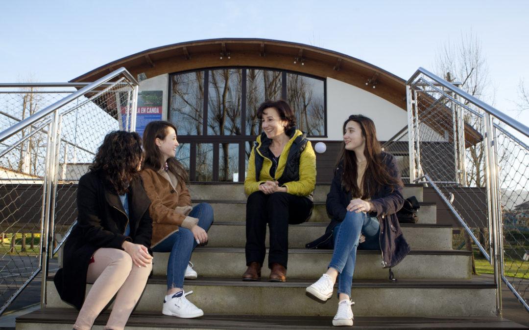 Una entrevista entre mujeres